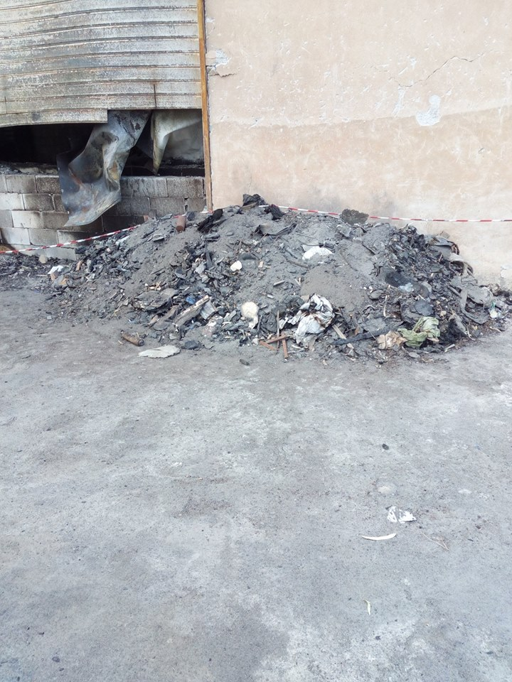 Fiamme all'ortofrutta: cumuli di materiale incendiato abbandonati