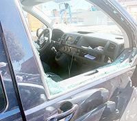 Spaccano il vetro e fanno razzia: furto su via Torre Clementina