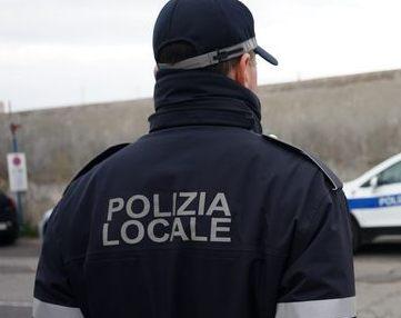 Polizia locale, rimosso un ricovero di fortuna
