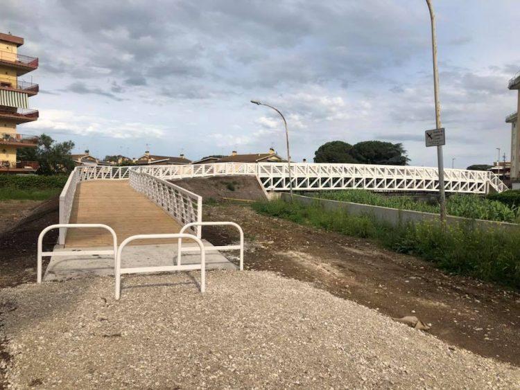 Ladispoli: taglio del nastro per la passerella sul Sanguinara