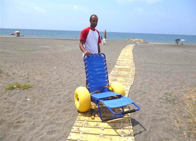 Avad, sedie speciali per il bagno al mare dei disabili