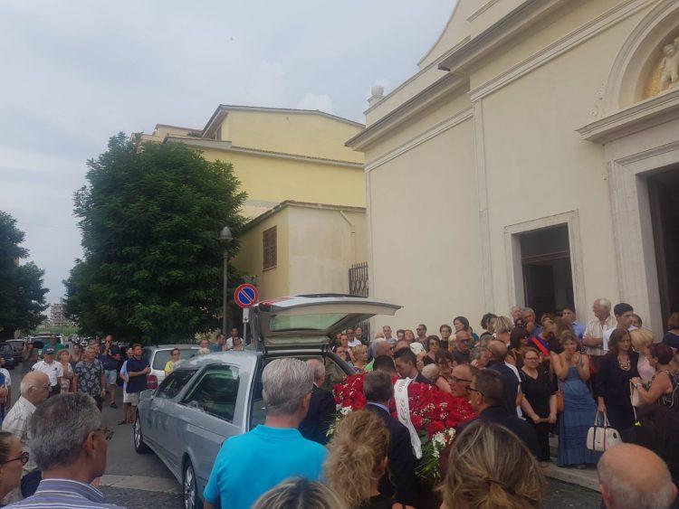 Folla commossa per l'ultimo saluto ad Autullo