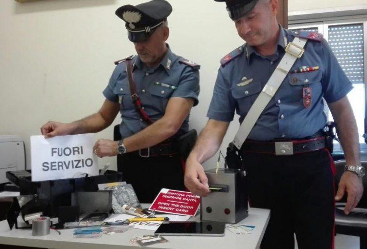 Pomezia: nella rete dei carabinieri due uomini sorpresi a clonare bancomat