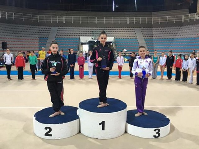 Iva Kimanova sale sul terzo gradino del podio a Pesaro