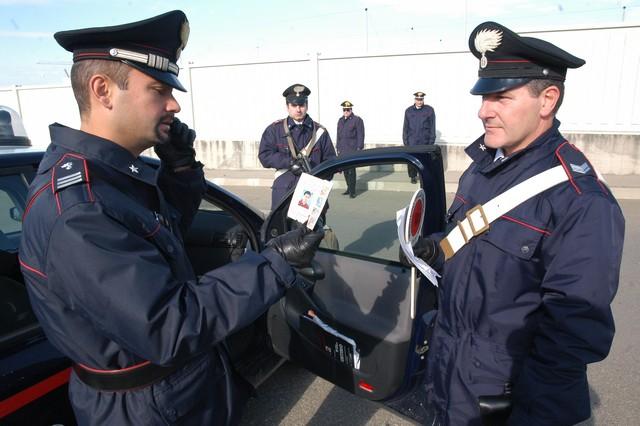 Forzano posto di controllo: inseguiti dai Carabinieri