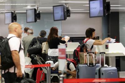 """Caos Alitalia, l'allarme delle agenzie di viaggio: """"Siamo in stand-by"""""""