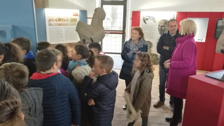 Gli studenti della scuola Primaria in visita alla mostra Egizi-Etruschi