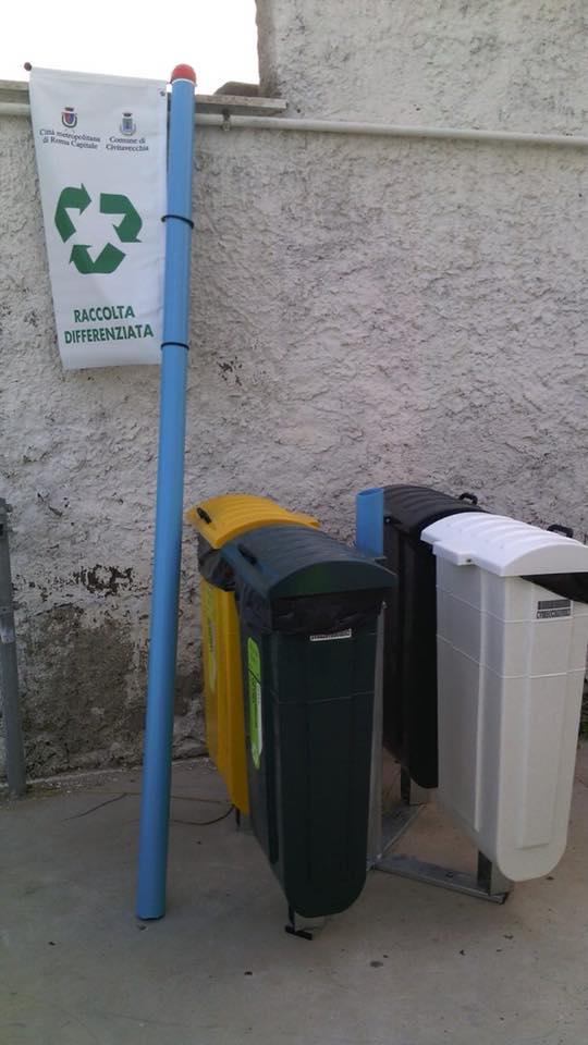 I vandali colpiscono ancora: danneggiati i nuovi cestini della differenziata