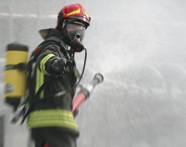 Corto circuito dal televisore: incendio in un appartamento di Tarquinia