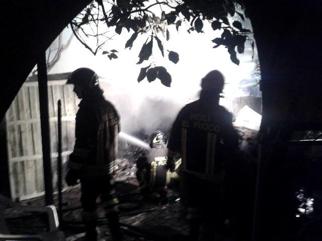 Santa Marinella incendio magazzino