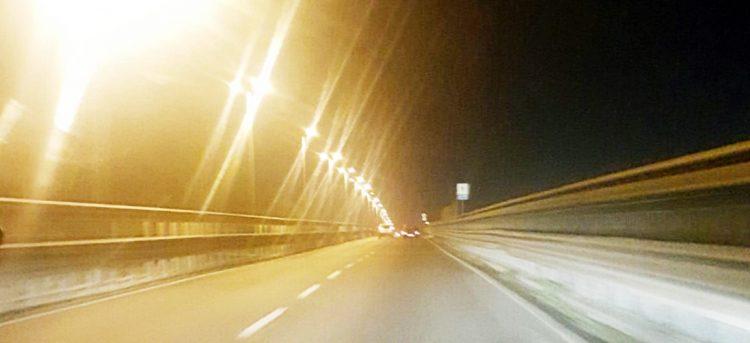Fiumicino, tornano le luci su via dell'Aeroporto