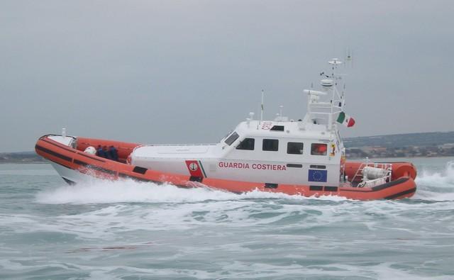 Guardia costiera: fine settimana impegnativo