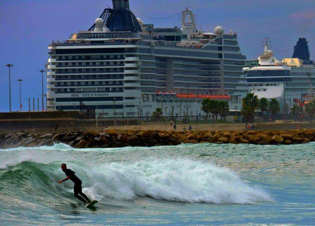 Crociere e surf (foto Mauro Mari)