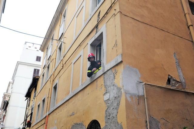 Evacuata una palazzina in via Manzi
