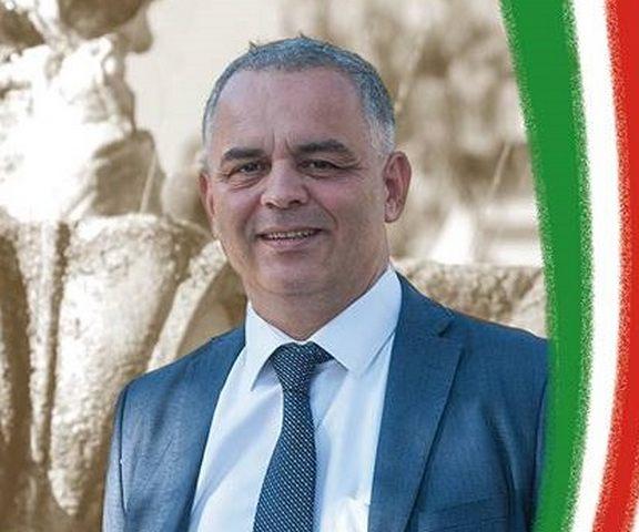''Rimetto la delega nelle mani del sindaco''