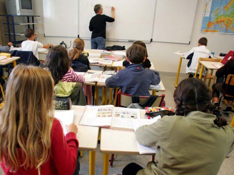 Un'ora di romeno in due scuole: scoppia il putiferio