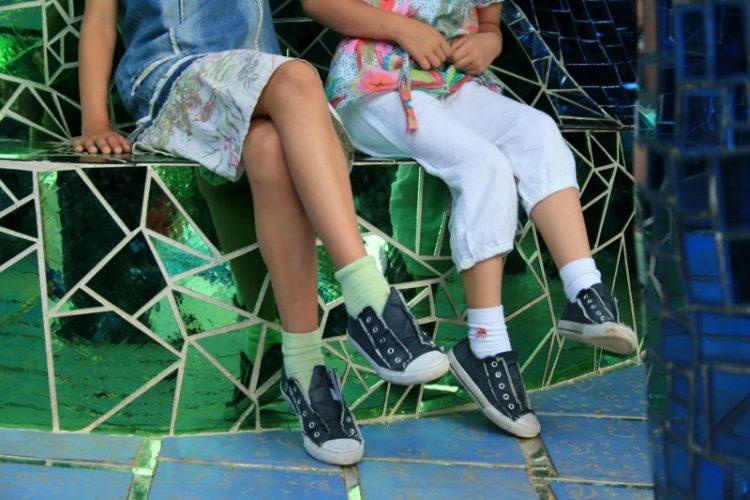 Bambini che aspettano (foto Sara Cameli)