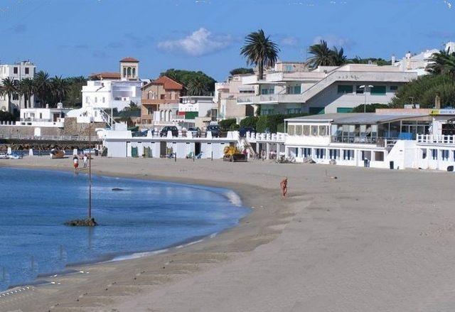 Passeggiata al mare, ''no alla privatizzazione della spiaggia''