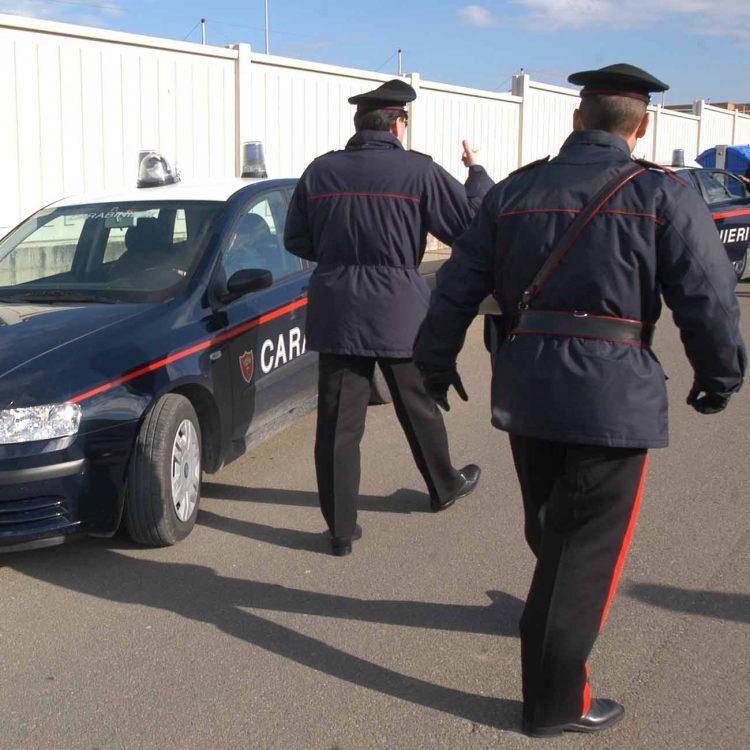 Rubano in un'officina e si dimenticano il cellulare: ladri fermati dai Carabinieri