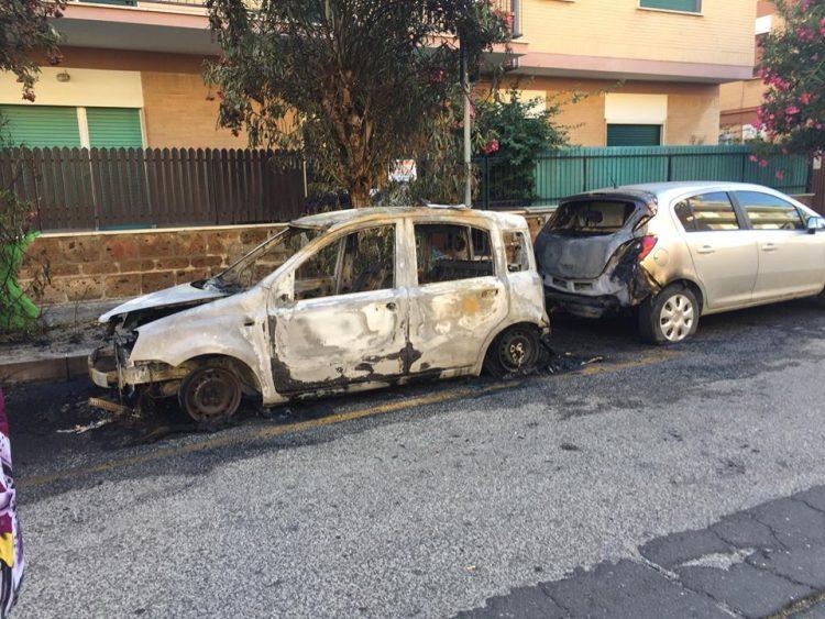 Ladispoli, paura nella notte: a fuoco tre auto