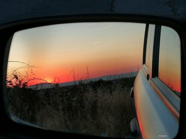 Rosso di sera rapito dall'auto (foto Pina Irato)