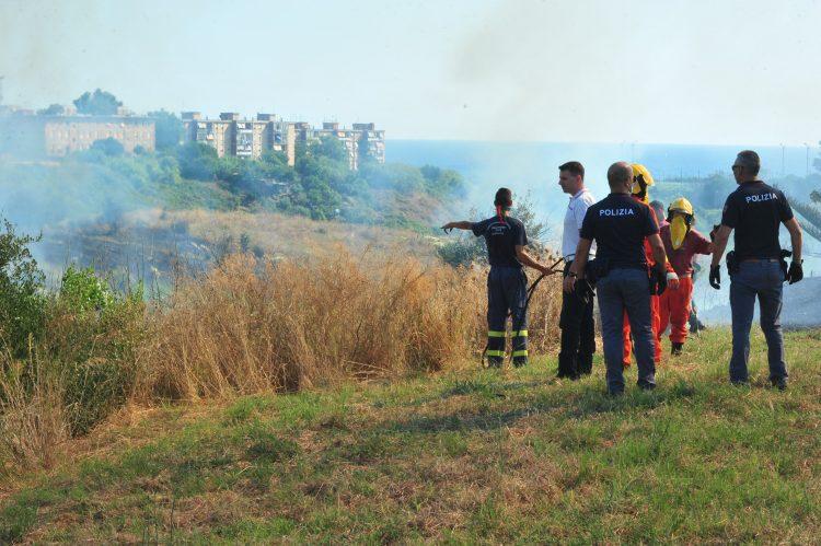 Vasto incendio a Zampa d'Agnello