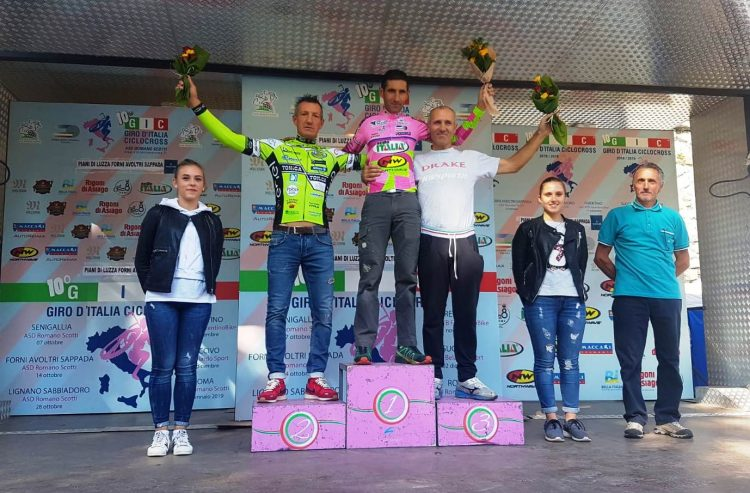 Gianfranco Mariuzzo sul podio del Giro d'Italia