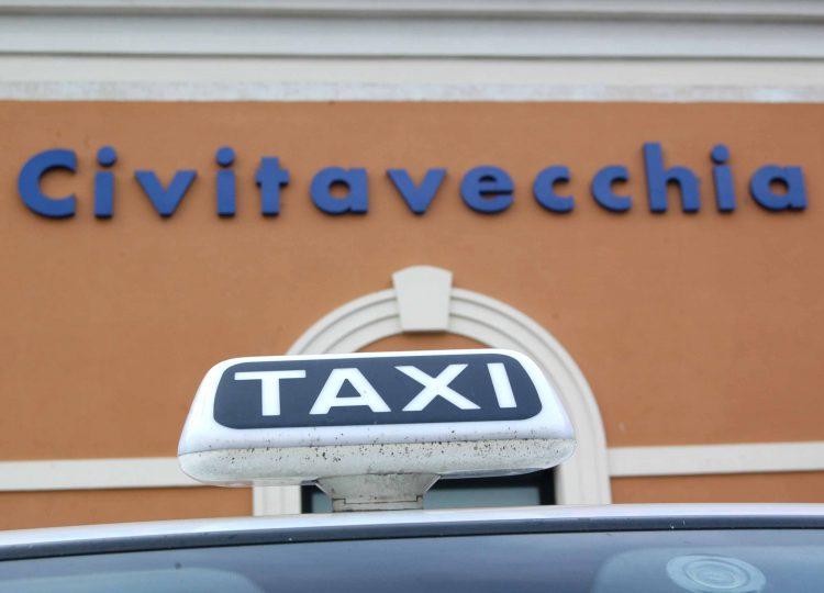 Regolamento taxi: sindacati all'attacco