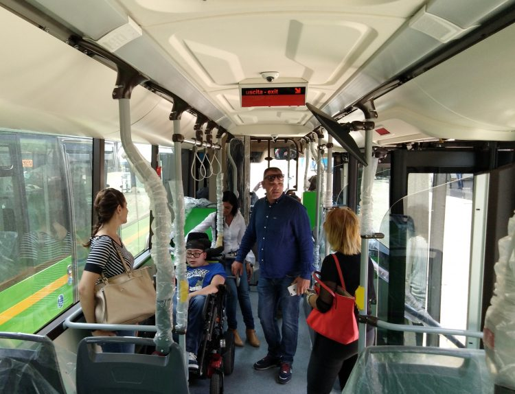 Tpl, inaugurati i primi 5 nuovi bus a metano