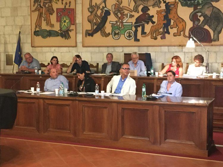 Tarquinia, martedì consiglio comunale: si torna a parlare del saluto romano