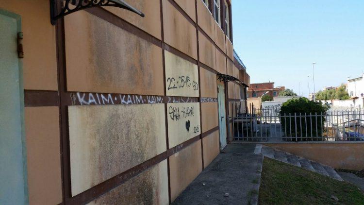 Atti vandalici contro la scuola di Focene