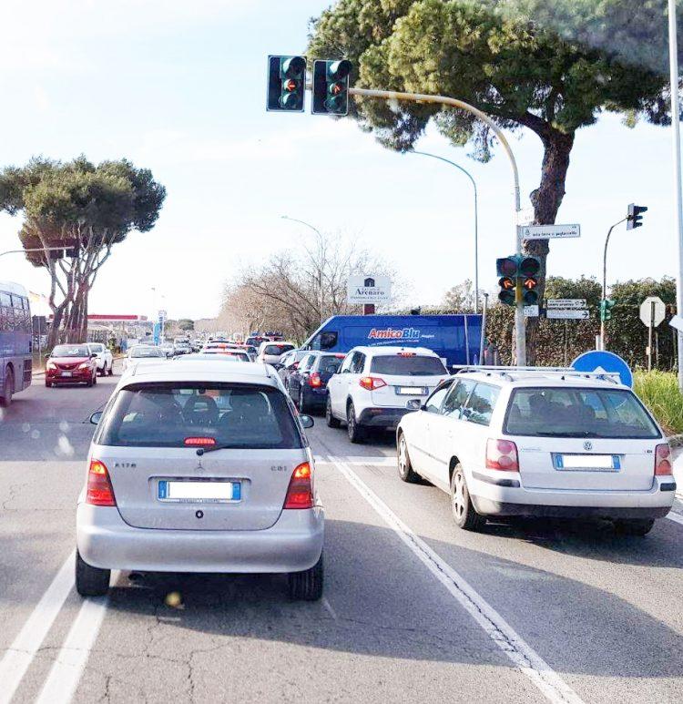 Il semaforo ''blocca pendolari''