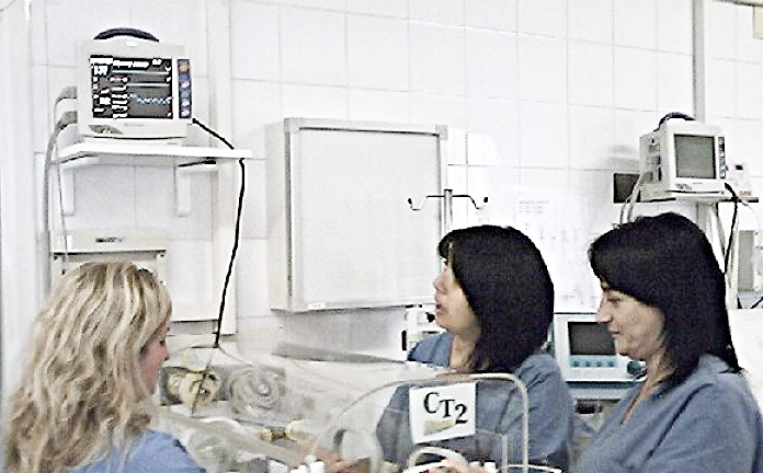 Aurelia Hospital, chiude il reparto maternità. Parte il tam-tam sui social e la petizione on line