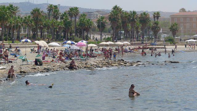 Spiagge libere, il comune cerca gestori per i servizi di balneazione