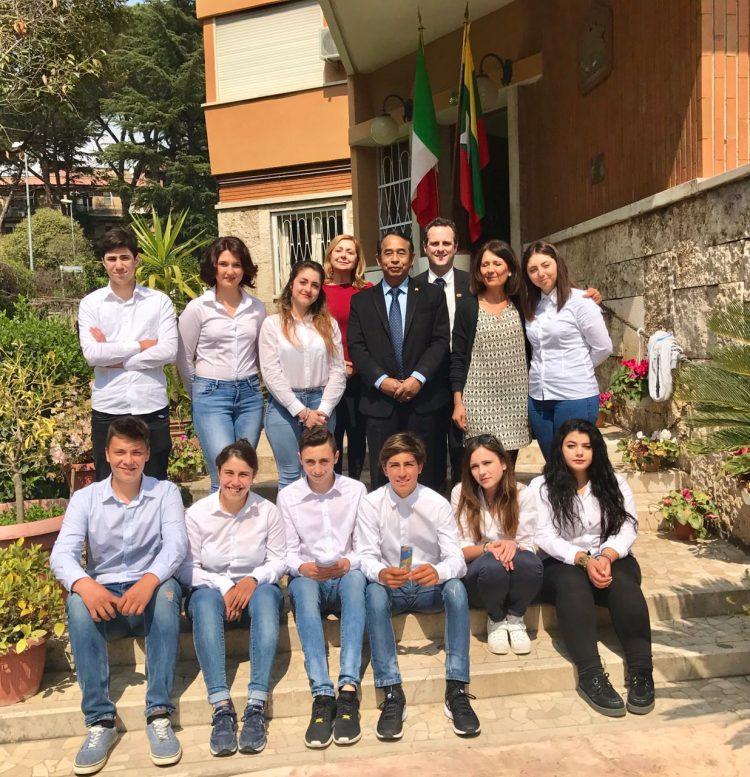 Gli studenti del Nautico a lezione dal l'Ambasciatore del Myanmar