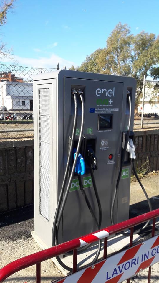 Auto elettriche: installate le prime due colonnine per la ricarica