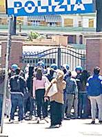 ''Invasione'' di polizia nel centro di Ostia, ma girano ''Suburra 2''