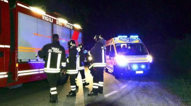 Incidente sulla bretella Civitavecchia-Orte: due giovani precipitano in un canale