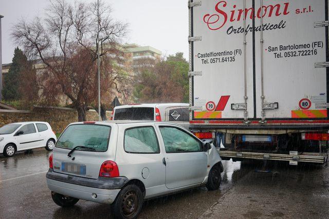 Incidente in via Morandi: sequestrati documenti falsi
