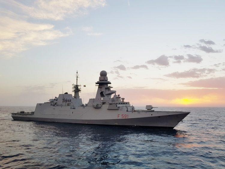 Breve sosta al porto per la fregata Fasan della Marina Militare