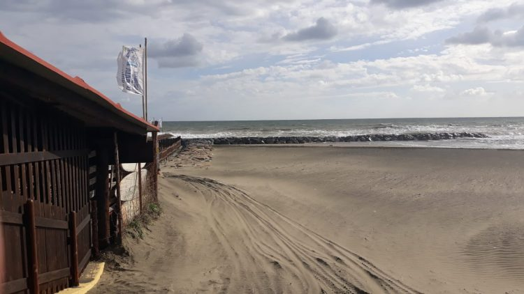 Spiagge libere, arrivano le torrette