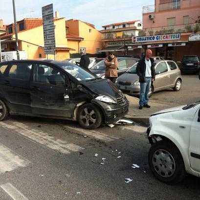 Scontro tra quattro auto: ferita giovane di Cerveteri