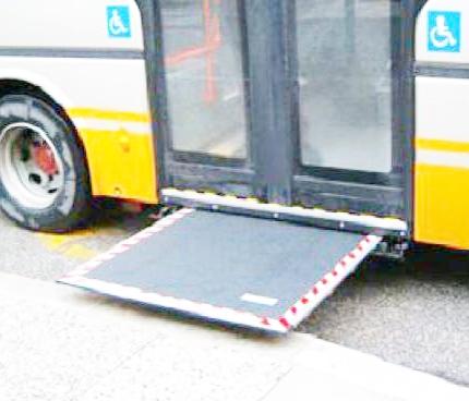 Bus, niente pedane per i disabili