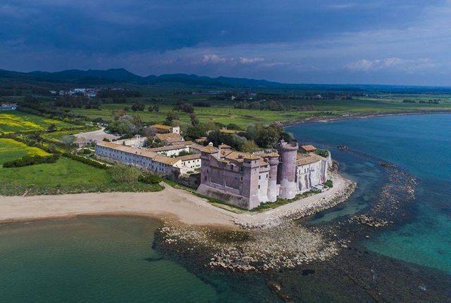 I responsabili esultano per la rinascita del castello di S. Severa