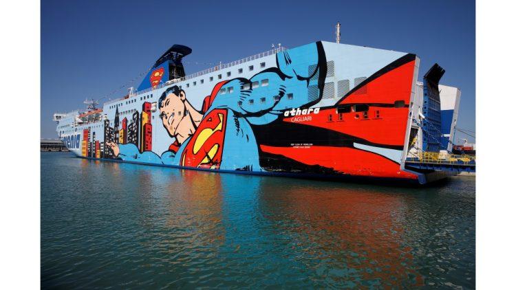 Superman sale a bordo delle navi Tirrenia