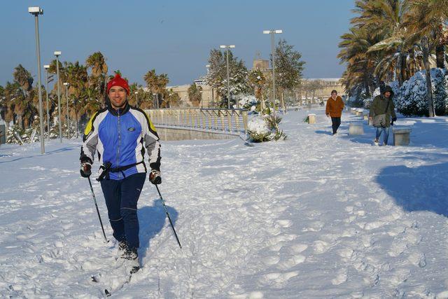 Emergenza neve, le temperature si abbassano: scuole chiuse anche domani