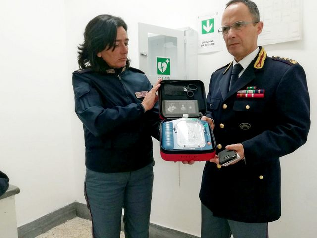 Un defibrillatore per il commissariato
