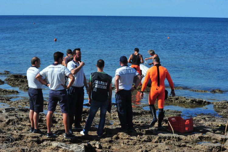 Rabbia e proteste alla Frasca: rimosse le imbarcazioni