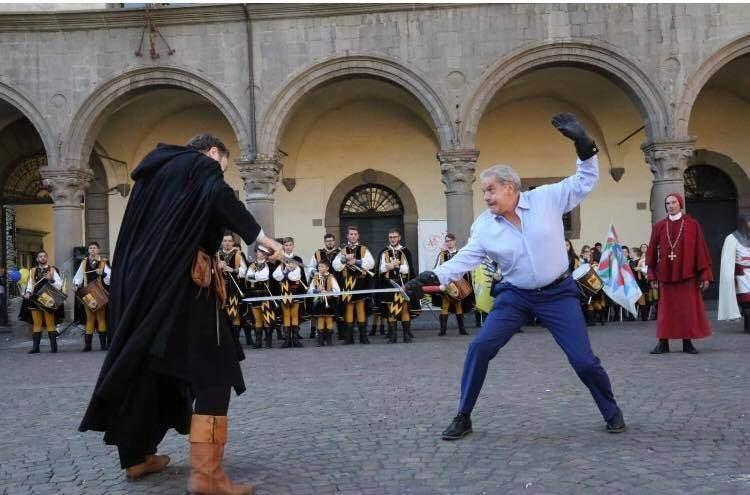"""La tradizione medievale a piazza del Plebiscito. Il sindaco Arena """"scende in campo"""""""