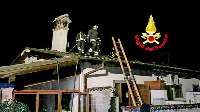 Agriturismo in fiamme a Ladispoli: gran lavoro dei vigili del fuoco